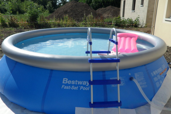 Une piscine auto portante pour cet t fashion for Piscine auto portante